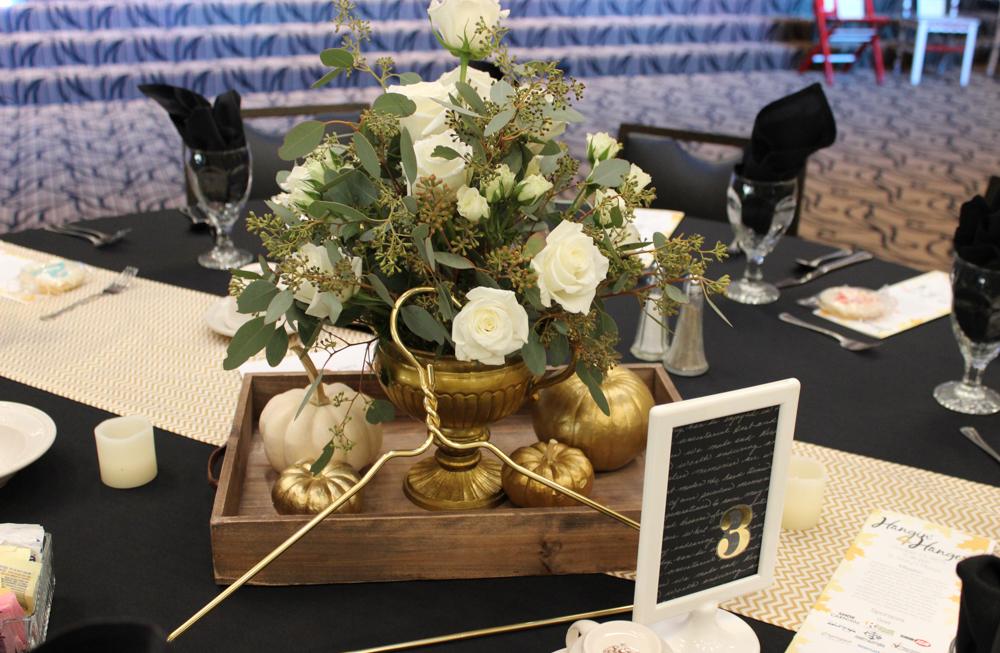 Hangers table arrangement 6 (1 of 1)