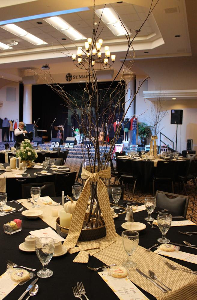 Hangers table arrangement 9 (1 of 1)