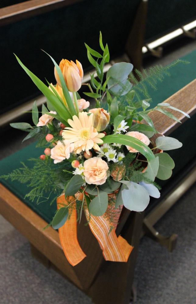 Kutzler bouquets, pew (1 of 1)