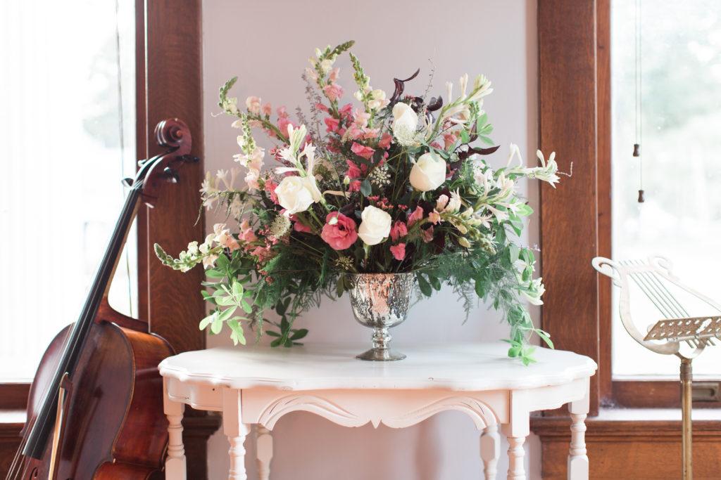 flowers, pink flowers, blush flowers, white flowers, wedding flowers, evansville wedding, evansville wedding flowers, evansville florist, evansville indiana florist, evansville wedding florist