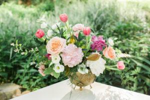 garden style, flowers, spring flowers, centerpiece, evansville wedding, evansville florist, evansville wedding florist, evansville indiana