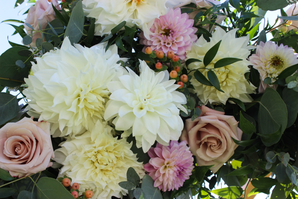 wedding flowers, dahlias, roses