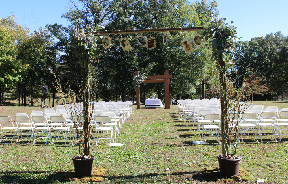Bauerhaus wedding, aisle decor, memory display