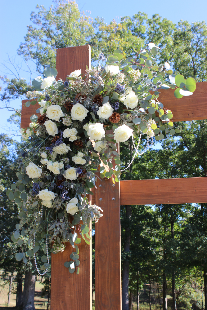 blue and white flowers, fall wedding, winter wedding