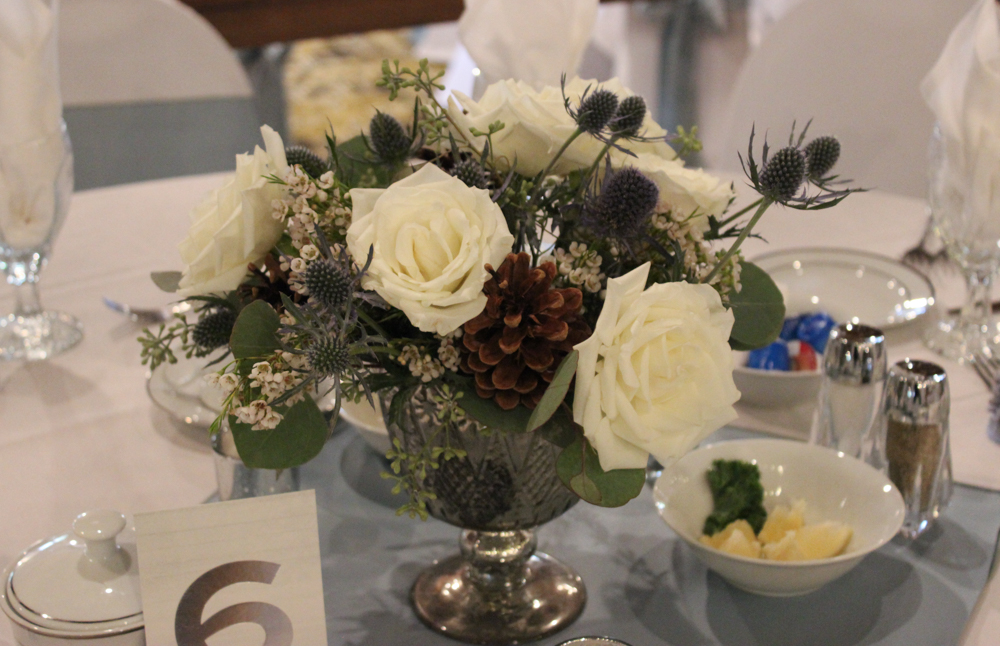table arrangement, blue and white wedding, Bauerhaus wedding, evansville wedding, evansville florist, fall wedding, winter wedding