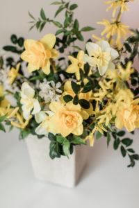 daffodils, spring flowers, flower arrangement, centerpiece, wedding flowers