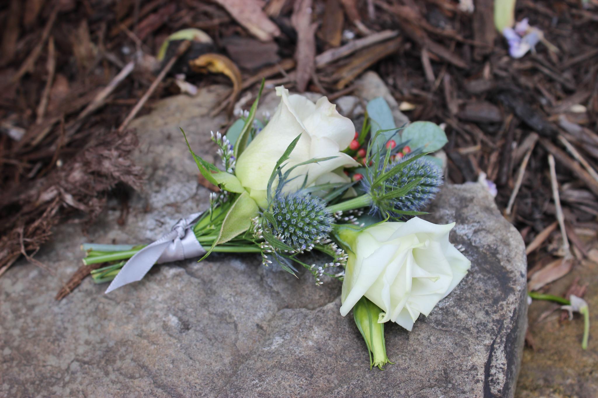 boutonniere, wedding flowers, newburgh wedding, evansville florist, indiana wedding
