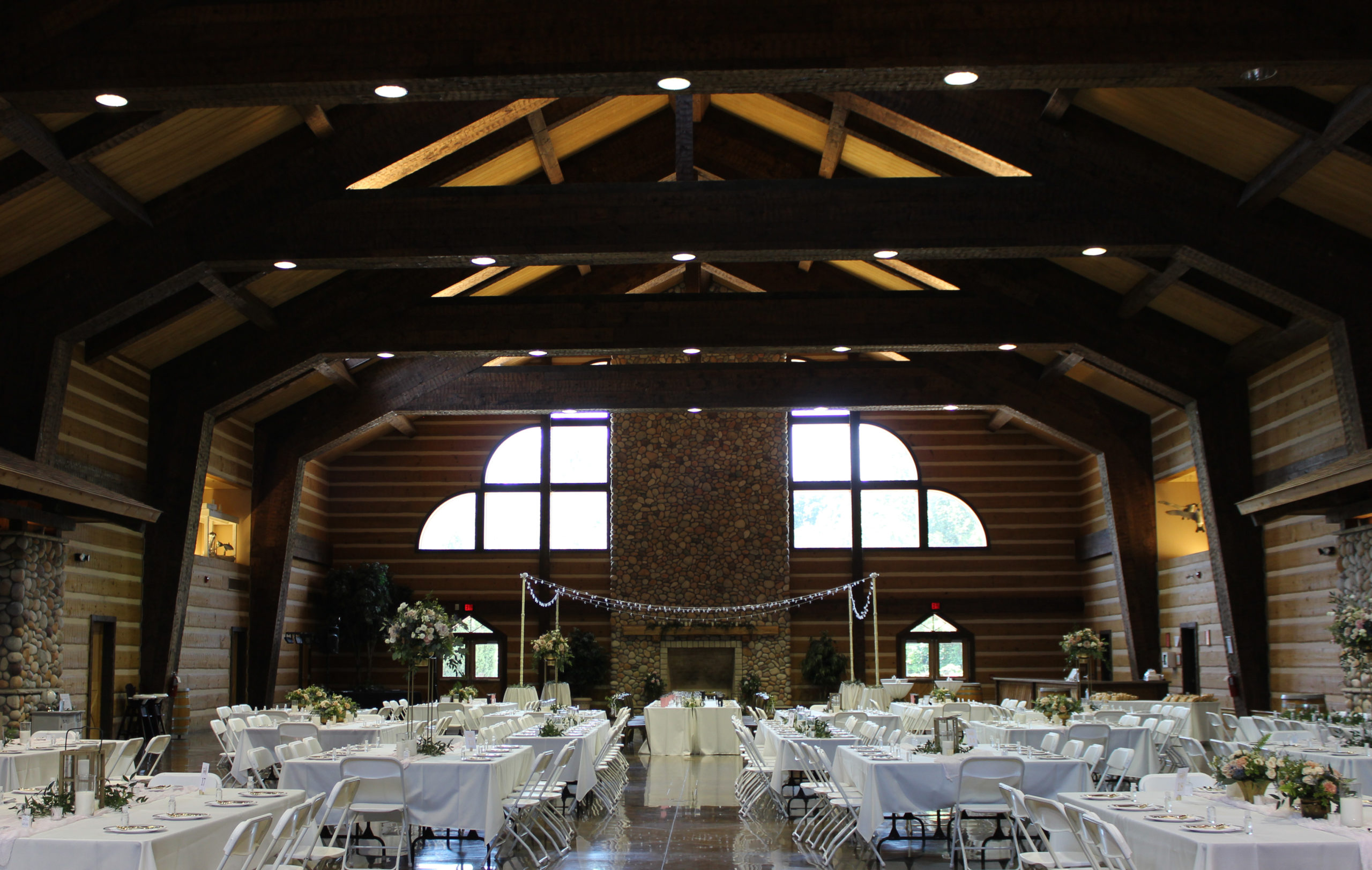 wedding reception at discovery lodge at burdette park on the west side of Evansville