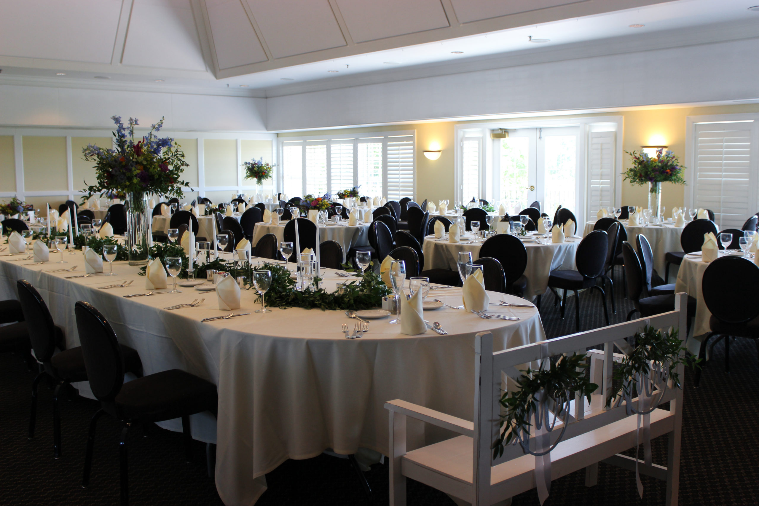 wedding reception at evansville country club, decor and flowers by emerald design
