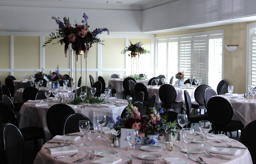 wedding reception at evansville country club, flowers by emerald design