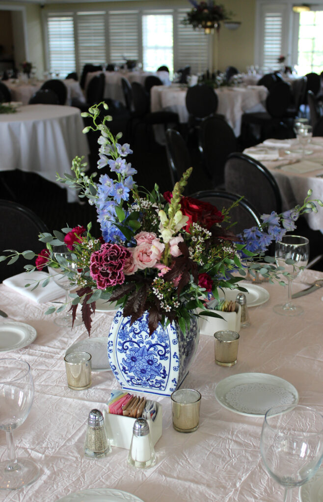 floral centerpiece for a wedding at evansville country club, created by evansville florist emerald design