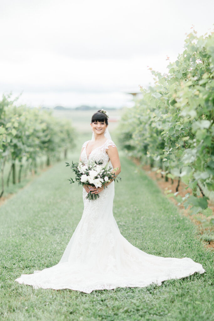 wedding at farmer and frenchman in henderson county kentucky, flowers by emerald design, photos by shillawna ruffner photography
