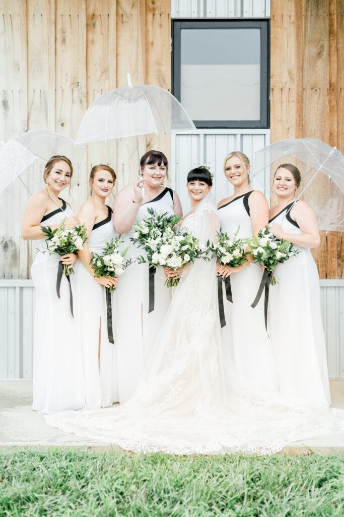 bridal party at an august wedding at farmer and frenchman in robards kentucky, flowers by evansville florist emerald design, photos by terre haute photographer shillawna ruffner
