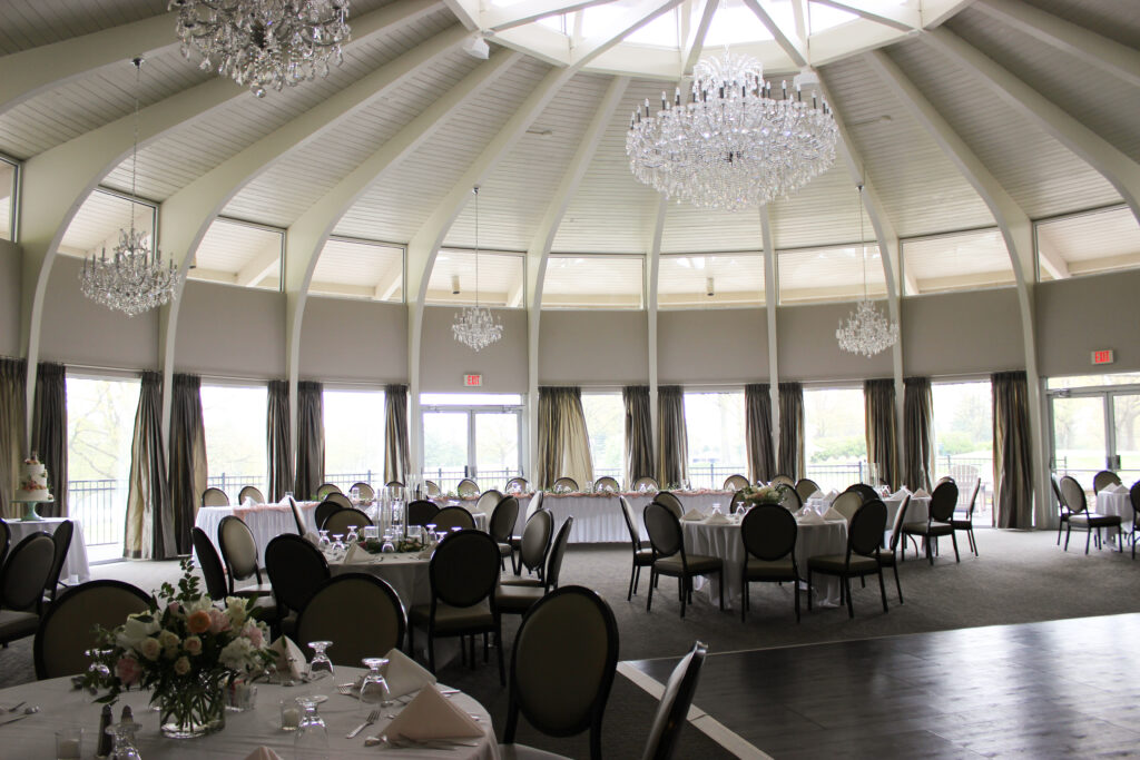 wedding reception at rolling hills country club in newburgh, indiana, flowers by evansville florist emerald design